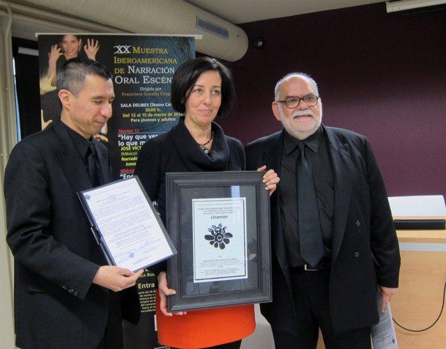 Cantalapiedra posa tras recibir el premio 'Chamán'