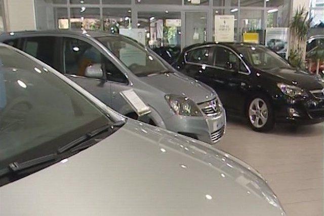 Las ventas de coches caen un 9,8% en febrero