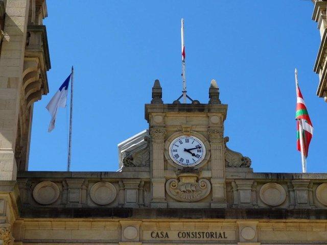 Banderas En Ayuntamiento De San Sebastián