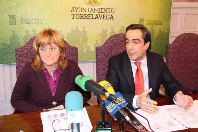 El alcalde y la concejala de Hacienda presentan el presupuesto de 2013