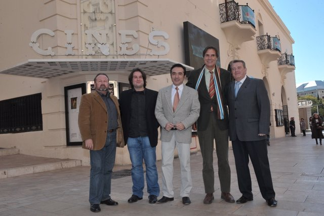 Damián Caneda con el equipo de Las hijas de Danao de Fran Kapilla cine festival