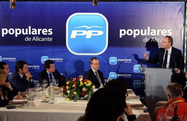 Alberto Fabra (derecha) en la reunión comarcal de la Marina Alta