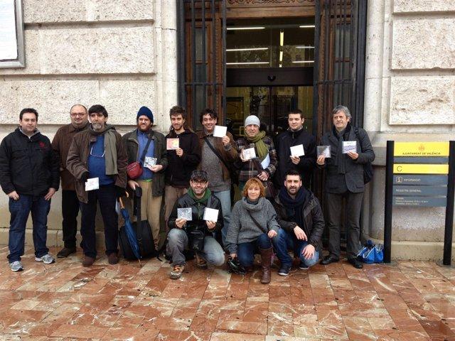 Los músicos en valenciano ponen a disposición del Ayuntamiento su música