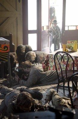 Danai Gurira y Chandler Riggs en 'The Walking Dead'