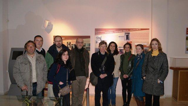 Los arqueólogos británicos, junto a Sonia Arellano