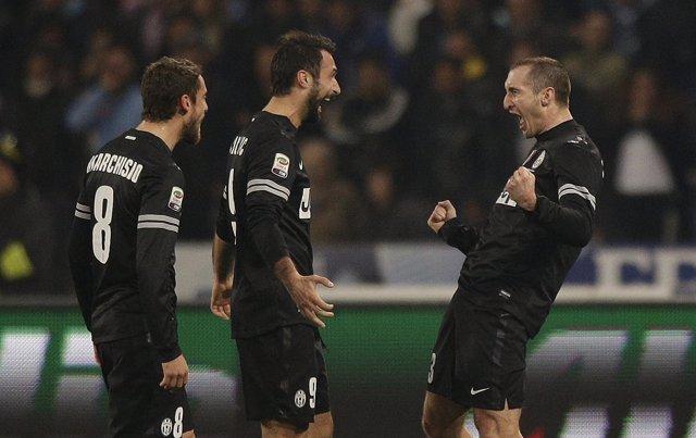 La Juventus escapa viva del San Paolo