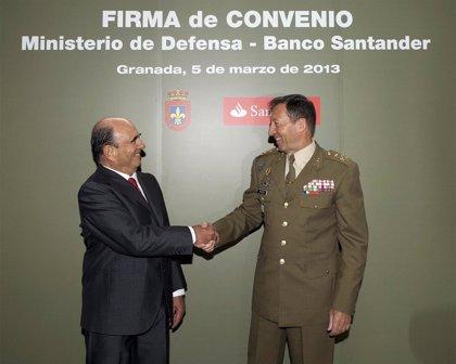 El Ministerio de Defensa y el Banco Santander firman un convenio para formación militar