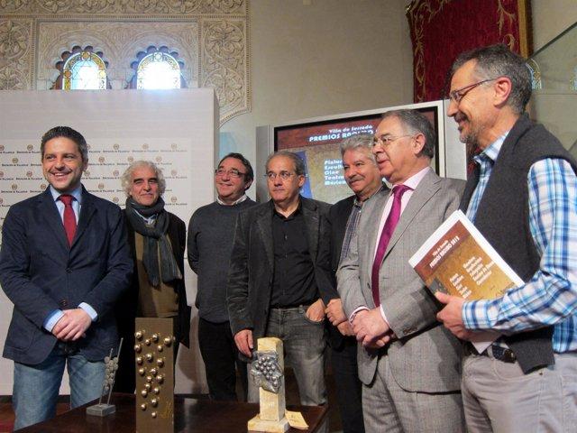 El jurado de los 'Premios Racimo 2012' posa antes de anunciar el fallo