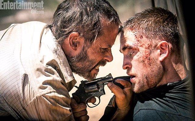 Robert Pattinson y Guy Pierce en The Rover