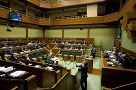 El Parlamento vasco reclama la excarcelación de los presos de ETA afectados por la 'doctrina Parot'