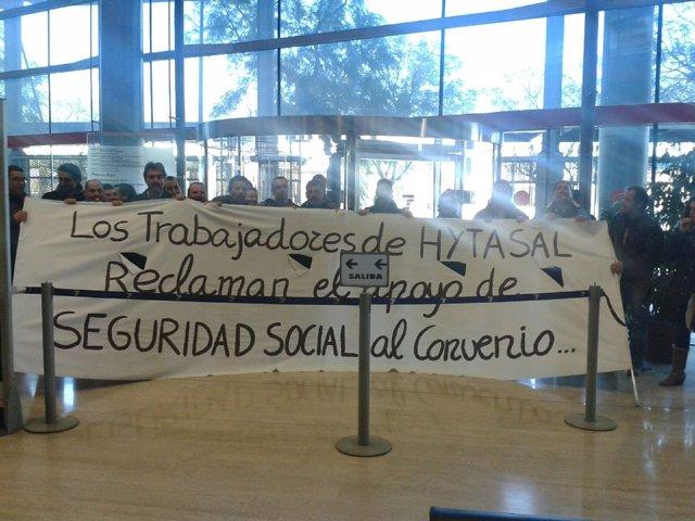 Trabajadores de Hytasal encerrados en la Tesorería de la Seguridad Social