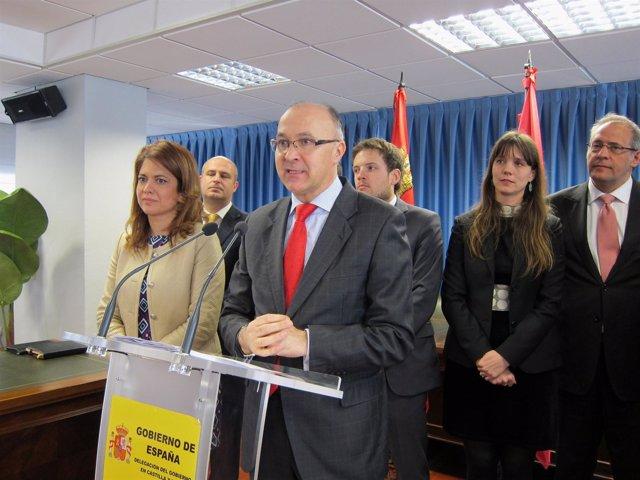 Ramiro Ruiz Medrano, junto a representantes de AJE en CyL.