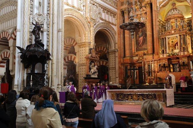 Un momento de la Misa por el Papa en la Catedral de Córdoba