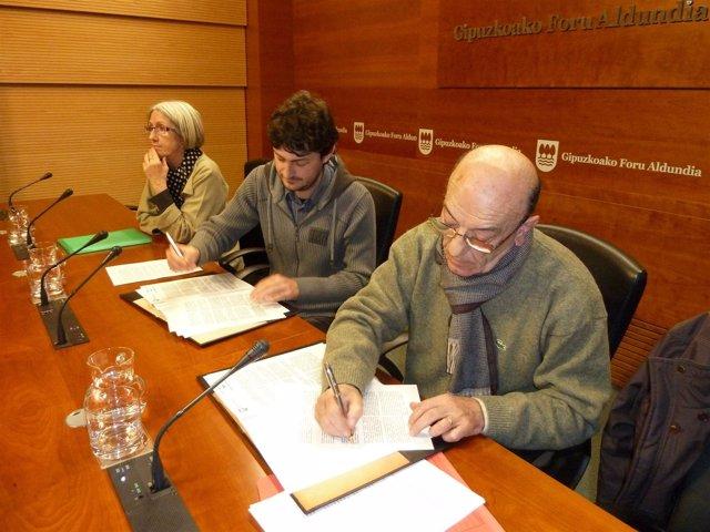 Iñaki Errazkin firma del convenio con el Banco de Alimentos