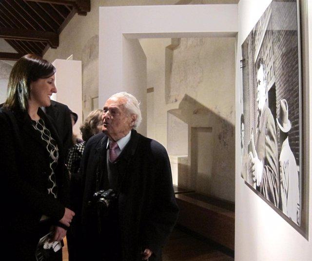 La consellera María José Català junto al fotógrafo 'Canito'