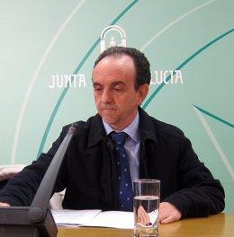 El consejero de Turismo y Comercio, Rafael Rodríguez.