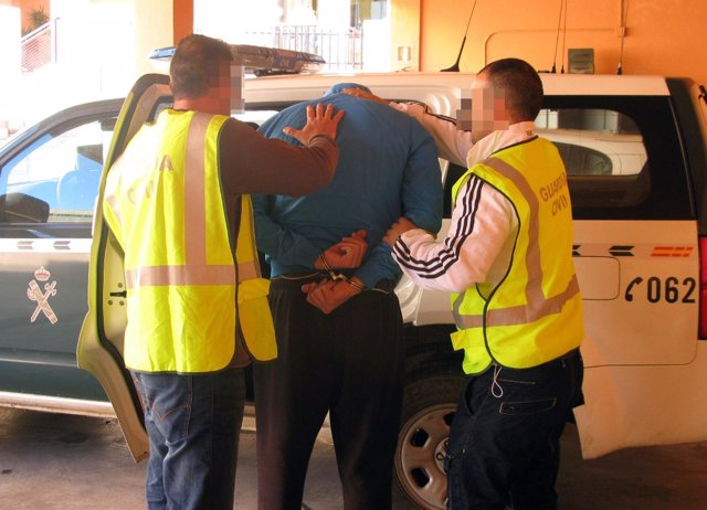 La Guardia Civil detiene a tres personas por robar en viviendas en Mar Menor