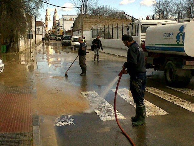 Labores de limpieza en Écija tras las inundaciones