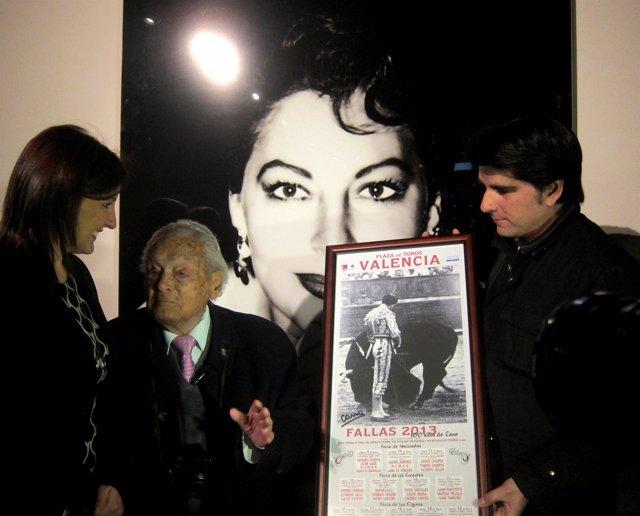El veterano fotógrafo 'Canito' ante una imagen de Ava Gardner