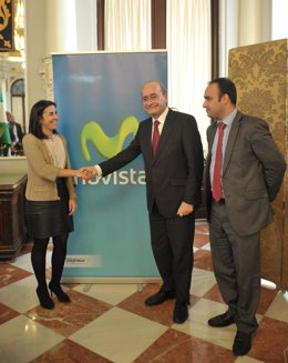 La directora general del Territorio Sur de Telefónica y el alcalde de Málaga