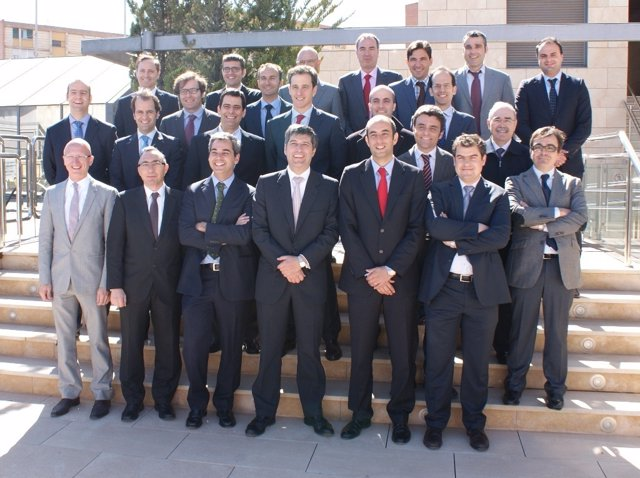 Foto de familia Adimur-Banco Sabadell-CAM