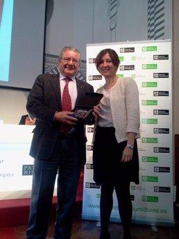 El presidente de Epyme recibe uno de los premios de UCA-UCE