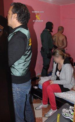 Momento de la detención de uno de los implicados en el robo