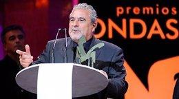 El director de Canal Sur Radio, Joaquín Durán, recoge un premio Ondas