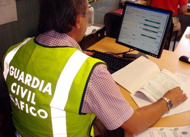 Guardia Civil instruyendo diligencias