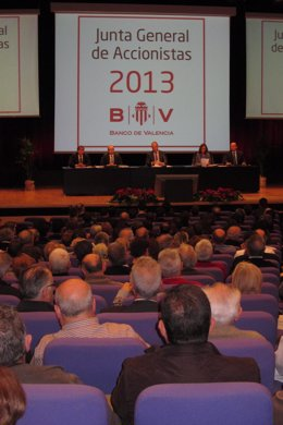 Iturriaga preside la junta general de accionistas de Banco de Valencia.