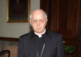 """El arzobispo de Santiago confía que el Papa Francisco permita """"redescubrir el camino de la sencillez"""""""