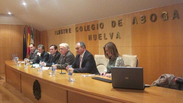 Profesionales de la justicia en unas jornadas sobre menores en Huelva.
