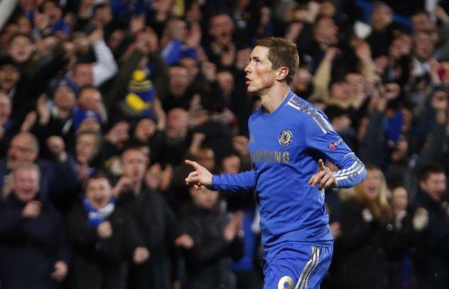 Fernando Torres anota para el Chelsea en la Europa League