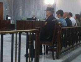 Los acusados escuchan la lectura de la sentencia del 'caso Kárate'