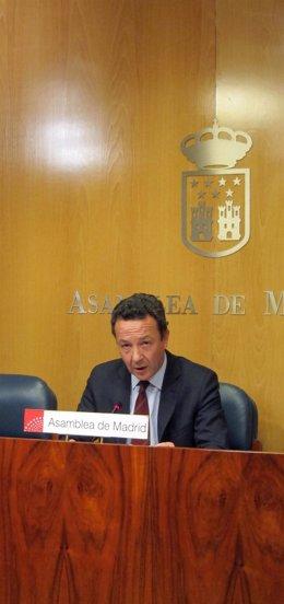 Iñigo Henríquez de Luna, en la rueda tras la Junta de Portavoces