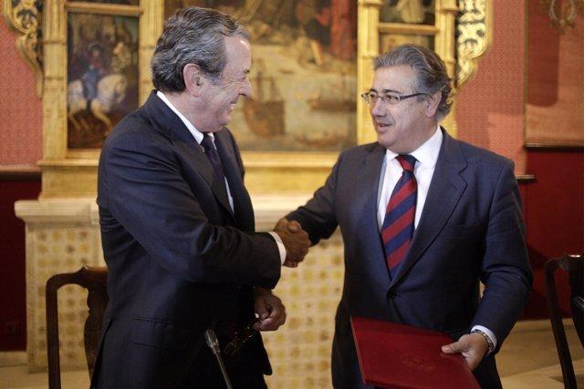Firma del acuerdo para iluminar el Real Alcázar