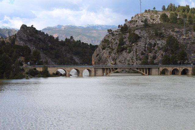 Puente del rio Tus