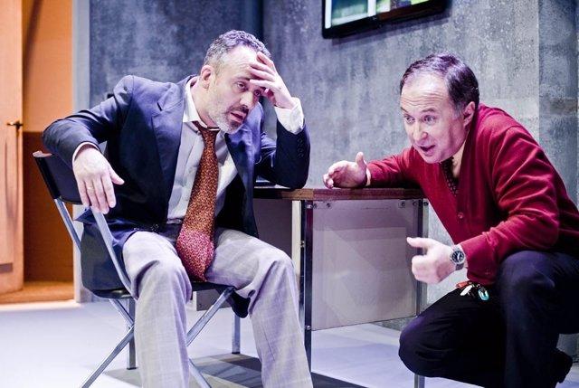 Gutiérrez y Bermejo, en una escena de 'El traje'