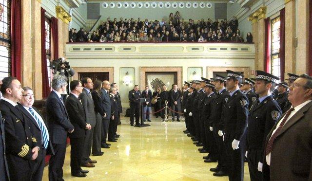 Más de medio centenar de agentes de la Policía Local reciben un homenaje