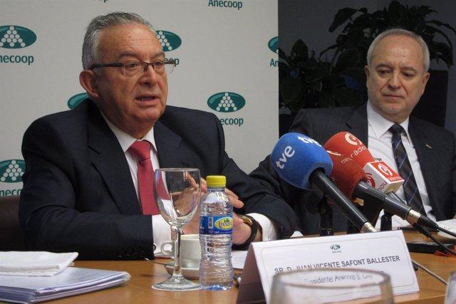 El presidente de Anecoop, Juan Safont, junto a su director general, Joan Mir.