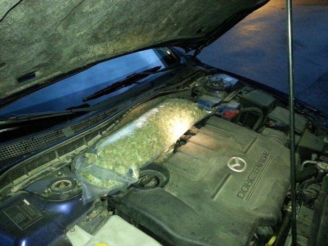 Marihuana encontrada por la Ertzaintza en el motor de un coche