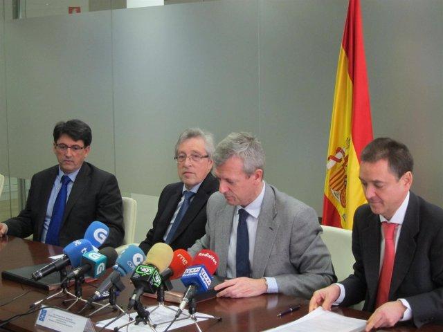 El vocal del CGPJ, Manuel Almenar, (primero por drcha.) con Rueda y pres. TSXG