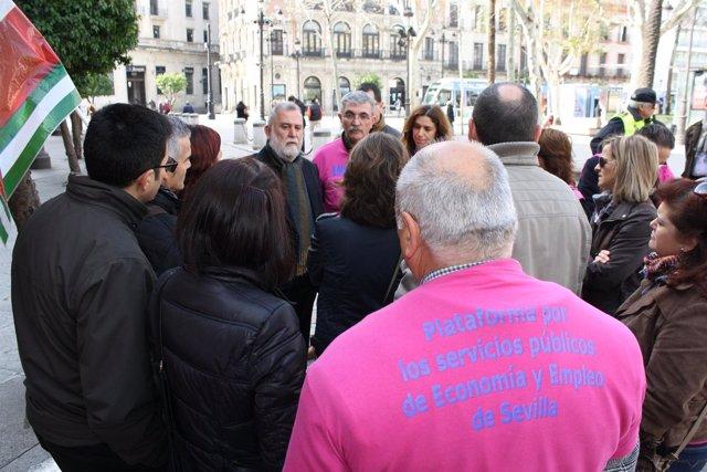 Torrijos con los trabajadores de Andalucía Orienta