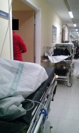 Camas pasillos hospital