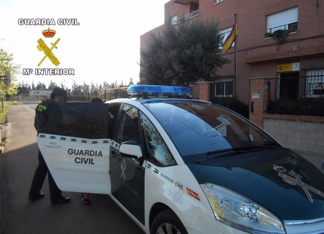 La Guardia Civil detiene a los presuntos autores de un robo con violencia