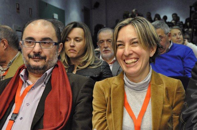 Los socialistas Javier Lambán y Eva Sáenz.