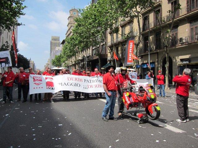 Trabajadors De Derbi Se Manifiestan En Barcelona