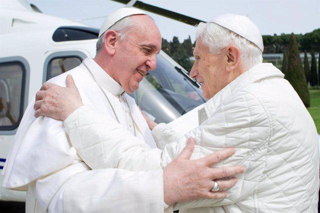 Papa Francisco y Papa emérito Benedicto XVI