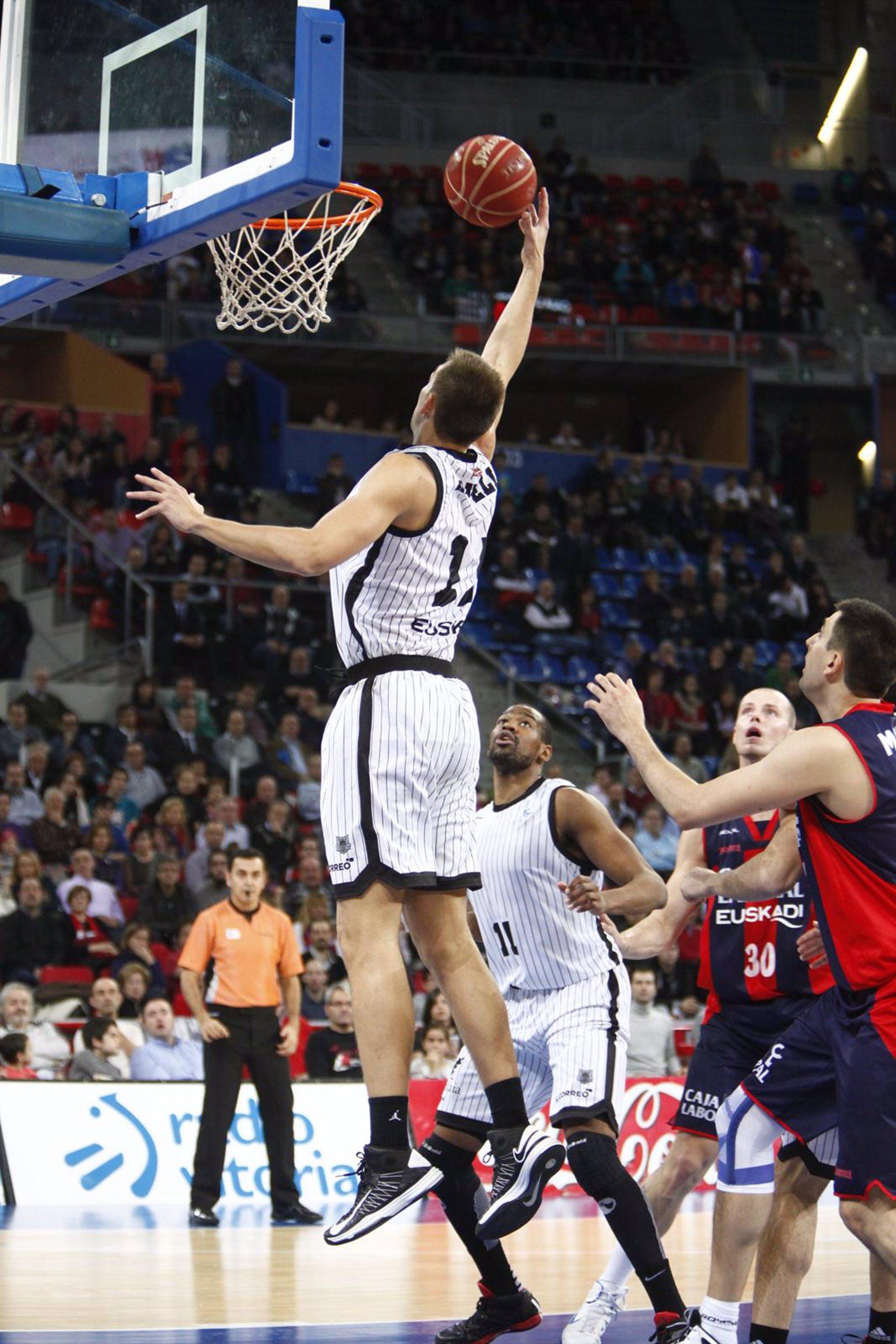 La final de la Eurocup obliga a aplazar sin fecha el Uxue Bilbao Basket-Caja Laboral