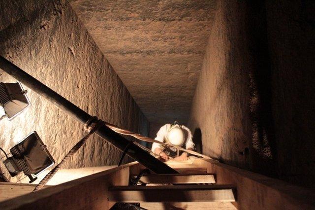 Investigación en la tumba